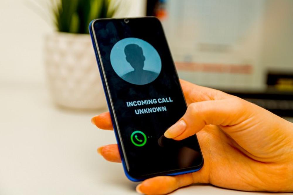 Телефон алаяқтары әлеуметтік инженерия элементтерін пайдаланады